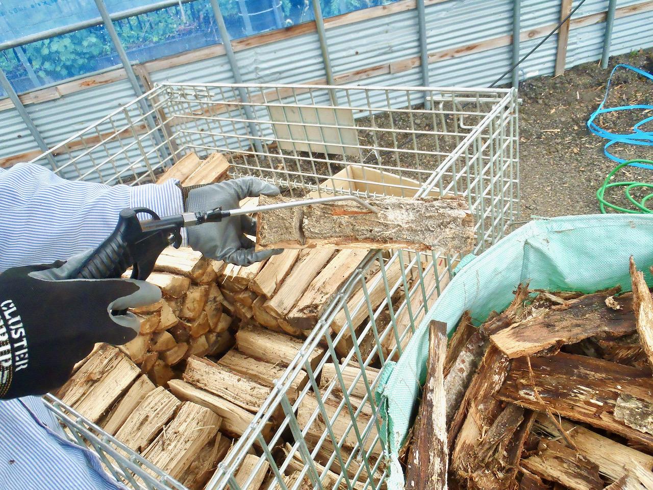 薪の出荷準備