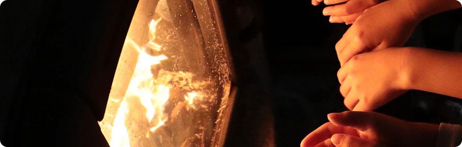 焚火の明かり